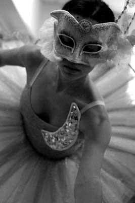 Dansa clàssica amb una careta
