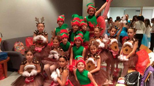 Grup de ballarines infantils espai dansa